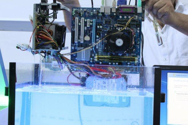Su içerisinde çalışan bilgisayar 1