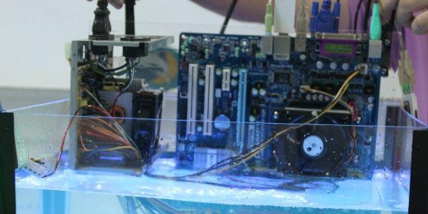 Su içerisinde çalışan bilgisayar